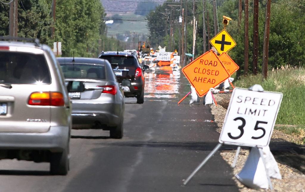 Resultado de imagem para We have two seasons: winter and road construction